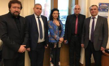 Депутати от НФСБ с Баневи в Кремъл! Съветник на Йордан Апостолов – адвокат на семейството!