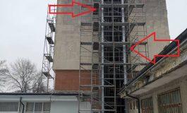 Новият асансьор в сградата на Община Девня е в процес на реализиране (снимки)