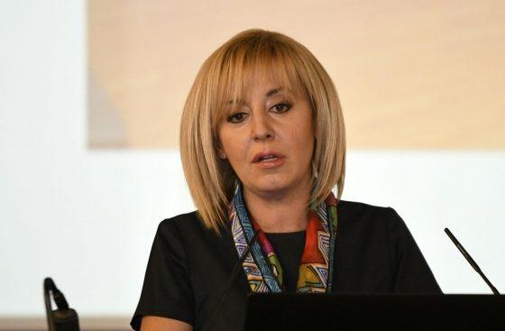 Мая Манолова се обяви за отпадане на таксите за детските градини и ясли