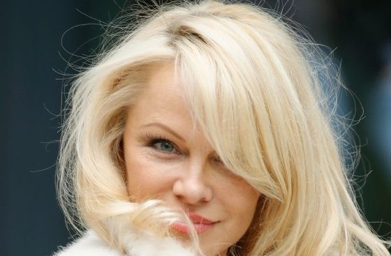 """Памела Андерсън търси помощ от Путин за освобождаването на косатките и белугите от """"затвора за китове"""""""