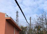 """6 години опасен за живота кабел разделя на две частен имот - """"ЕЛЕКТРОРАЗПРЕДЕЛЕНИЕ СЕВЕР"""" - Варна и прокуратурата в града бездействат в пълна тишина"""