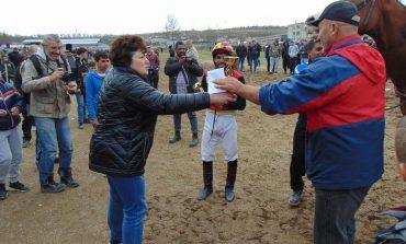Елитни коне и жокеи превърнаха Тодоровден в истински празник за общината (снимки)