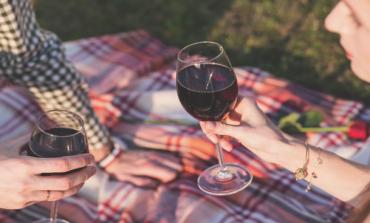 Двойките, които пият заедно, по-рядко се разделят
