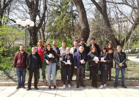 Младежи ГЕРБ Провадия организираха инициатива срещу фалшивите новини (снимки)