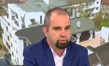 Първан Симеонов: Борисов взе кампанията на ръчно управление