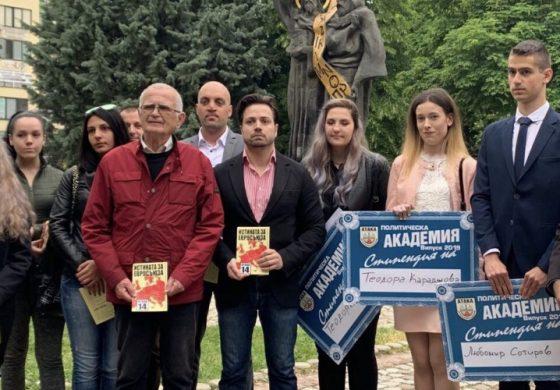 """Трима математици получиха стипендии от """"Атака"""" в Пазарджик"""