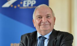 Шефът на ЕНП: Ако Орбан продължава с анти-ЕС кампанията, ще го изхвърлим