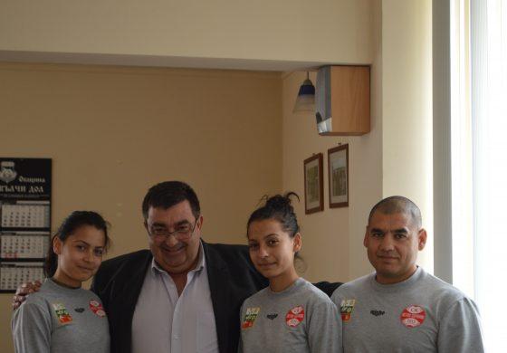 Георги Тронков награди състезателки по Свободна борба