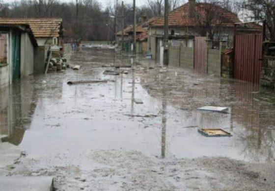 Първи СНИМКИ от ужаса край Провадия, евакуираха 12 души