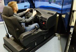 Качват бъдещите шофьори на тренажор