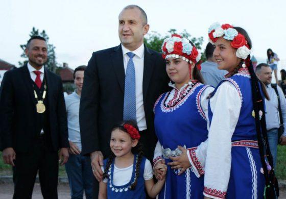Радев: В пъстрата палитра на българския фолклор шопският има своето ярко и незаменимо място