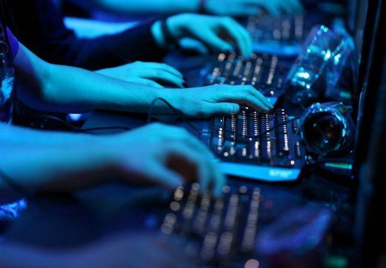 """""""Руският хакер"""" обслужи ГД БОП за """"Криссс"""". Б.Б. направи """"стрес-тест"""" на лобитата в МС, Пеевски готви """"ресто"""" за Цветан…"""