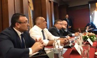 Борисов: Президентът се подигра, че ровя кофите за боклук, но спряхме контрабандата на цигари!