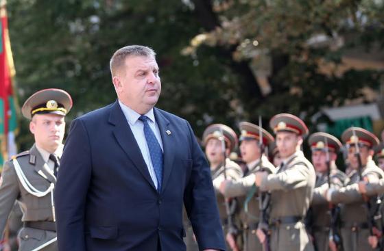 Каракачанов: Българският офицер трябва да има самочувствието на лидер в обществото