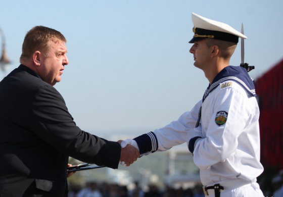 Красимир Каракачанов към млади офицери: Флотът ни никога не се е огъвал пред неприятелите!