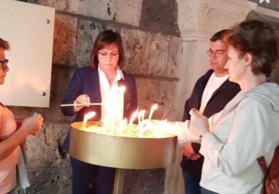 Нинова запали свещ и се помоли за…