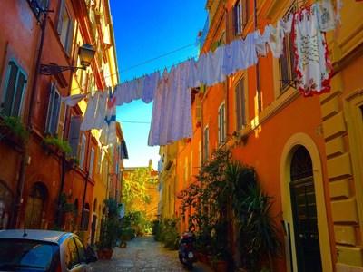 В Рим забраниха простирането на гащи, а в Тоскана – носенето на секси бельо