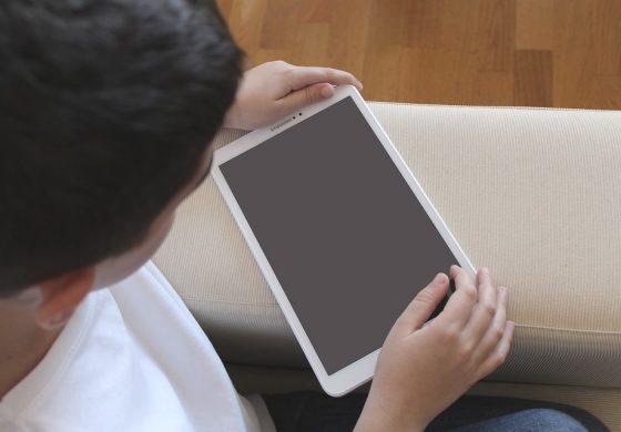 Децата да не прекарват повече от 2 часа на ден пред екраните