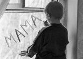 На месец: 253 изоставени деца. Осиновители намират едва 41