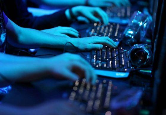 Търсят начин за увеличаване на заплатите на IT специалистите в институциите