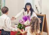 Учителко любима, за цветята им прости
