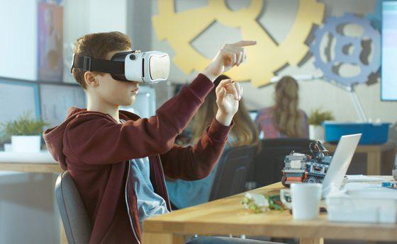 Smart образование: От добавена реалност до редизайн на класната стая