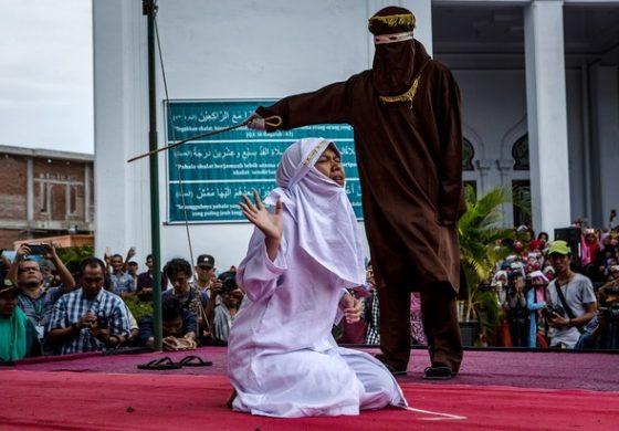 Индонезия криминализира секса без брак