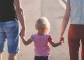 Приемните родители искат трудов договор