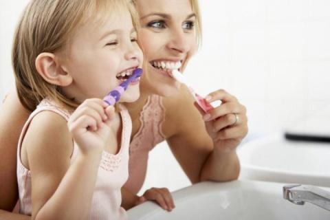 Сутрешното и вечерното миене на зъбите трябва да е с отделни четки