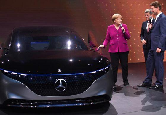 Daimler спира да разработва нови двигатели с вътрешно горене