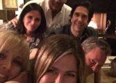 """Актьорите от """"Приятели"""" се събраха, Дженифър Анистън изненада с обща снимка"""