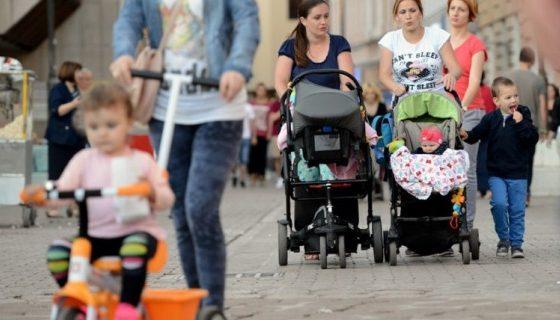 Предлагат помощ по 1000 лева за първо дете