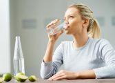 Кардиолог споделя: Всички пият вода погрешно! Ето кога трябва да го правите