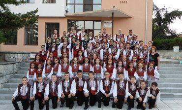"""Детския танцов състав """"Изворче"""" гр. Аксаково първенец на фестивала """"Фолклорен изгрев"""""""