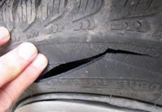 Непълнолетно момче нарязало гумите на седем коли в Бозвелийско