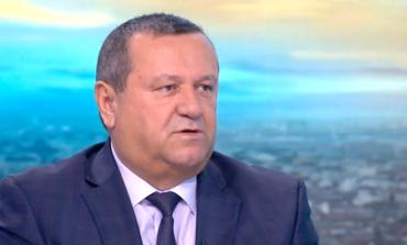 Хасан Адемов Предложението да не се плаща първия ден от болничния е направено по нелегитимен начин