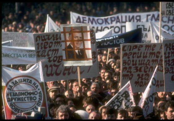 """30 години по-късно – за """"лошата"""" демокрация и какво се обърка в Прехода"""