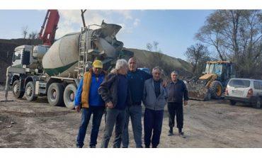 """Бойко Борисов се срещна с работници на АМ """"Хемус"""": Работи се усилено! (ВИДЕО)"""