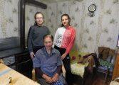 Ученици от Вълчи дол помагат на самотни възрастни хора