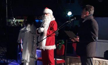 Запалиха светлините на коледната елха в Провадия (видео/снимки)