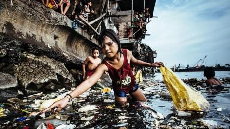 Снимка на 2019 г. за УНИЦЕФ: Въплъщение на три трагедии на нашето време: бедност, замърсяване и детски труд
