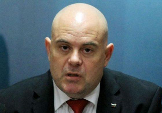 Иван Гешев разкри, че при обиска в дома на Нено Димов са иззети документи и за боклука от Италия