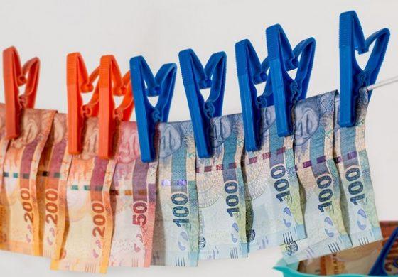 Ако имаш две ризи, дай 1000 евро на митничаря