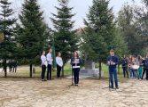Ученици от Долни чифлик отдадоха почит на своя патрон Васил Левски (снимки)