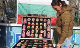 Мартеници с цветя - хит на пазара във Варна (снимки)
