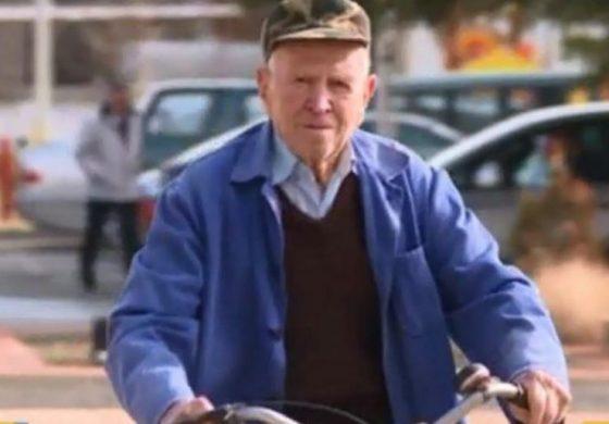 Дядо Яню от Дългопол е на 100, но кара колело всеки ден