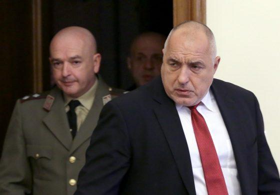 Българите си намериха нов герой в униформа – 89% одобряват ген. Мутафчийски, а 73% – Борисов