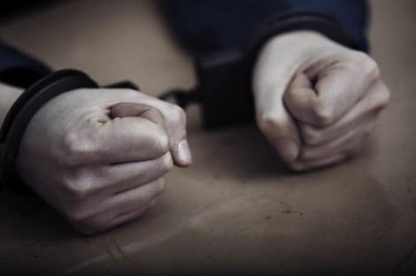 Хванаха двама 18-годишни с наркотици в Долни чифлик