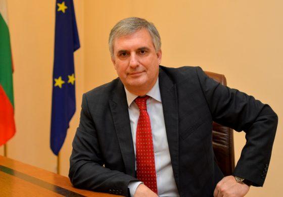 Ивайло Калфин: Борисов от страх не отпуска пари в помощ на бизнеса