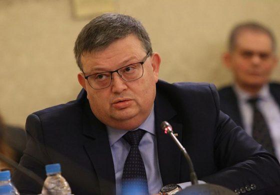 Цацаров подкрепя искането на оставката на Лозан Панов